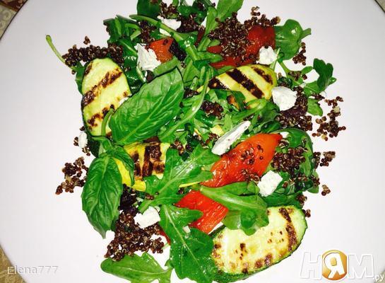 Рецепт Салат с овощами-гриль, киноа и козьего сыра