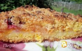 Песочный пирог с фруктами и белковой прослойкой