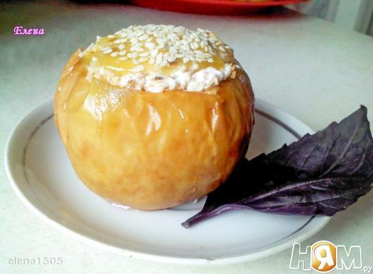 Яблоко запеченное со сметанным кремом