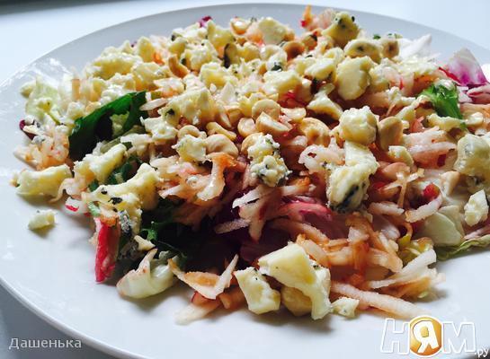 Рецепт Салат с яблоком и сыром Рокфор