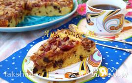 Пирог со сливой, орехами и кусочками шоколада