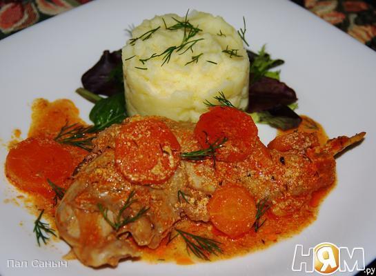 Кролик с морковкой в сливочно-томатном соусе