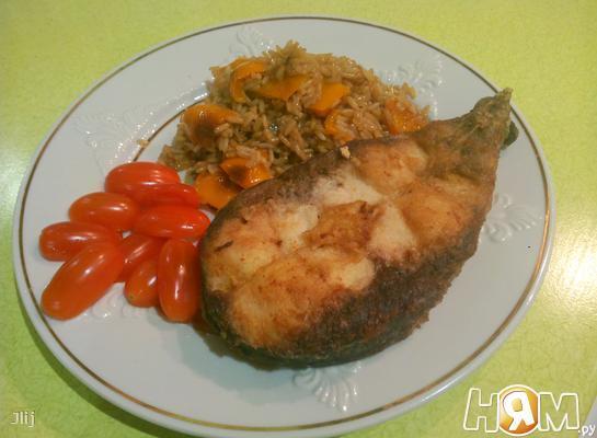 Жаренная рыба с рисом в соевом соусе
