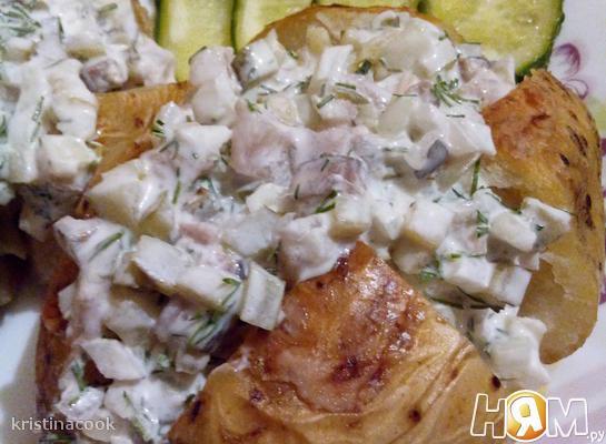 Печеный картофель с селодочным соусом
