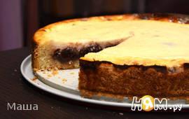 Пирог с творогожным кремом и клубничным вареньем