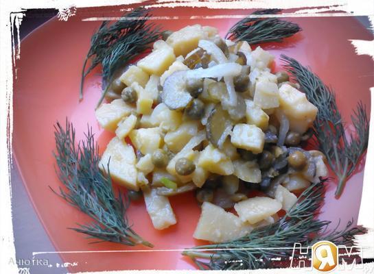 Салат из картофеля и солёных огурцов