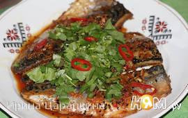 Жареная скумбрия с соусом в азиатском стиле