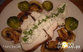 Грудка индейки в белом вине с сырно-грибным соусом