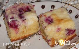 Пирог с вишней и кокосовой глазурью