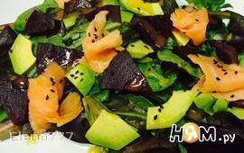 Салат со свеклой и сёмгой