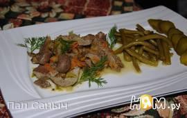 Субпродукты кролика, тушеные с солеными огурцами
