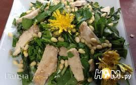 Салат с одуванчиком щавелем и свининой