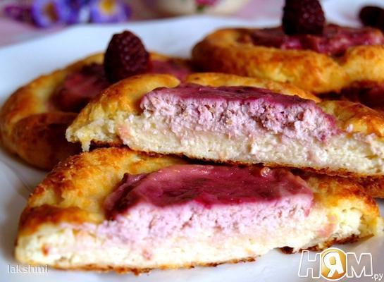 Сырники в духовке с ягодной начинкой