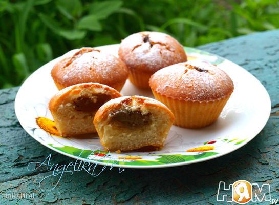 Кексы с начинкой из варёной сгущёнки