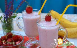 Молочный клубнично-банановый коктейль