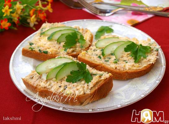 Бутерброды с консервированной горбушей и сыром