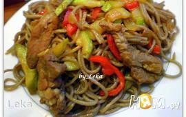 Гречневая лапша с овощами и мясом
