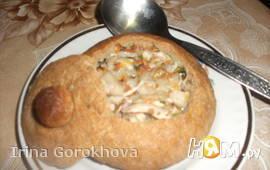 Хлебальник с куриным супом и клецками.