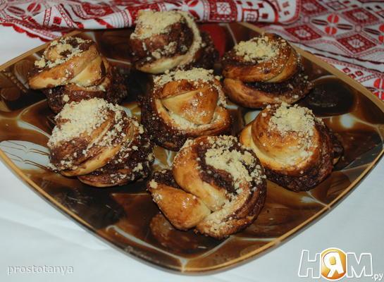 Булочки с шоколадом,орехами и посыпкой