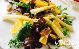 Тёплый салат из белой спаржи и грецкий орехов