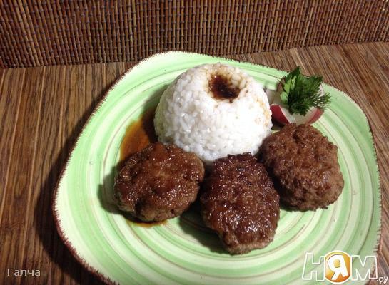Тефтели с яблоком в медовой глазури с рисом