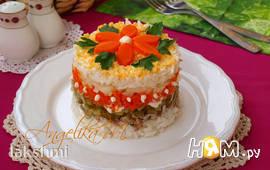 Слоёный салат с рисом, яйцом и сардинами