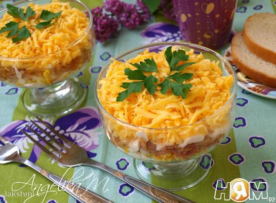 Салат с яблоком, яйцом и сыром