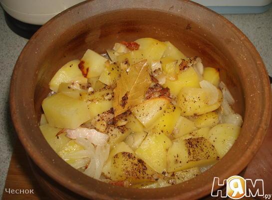 Картошка запеченная в горшке