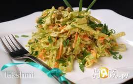 Салат с савойской капустой, морковью и горошком