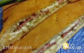 Пирог с творогом, сыром и колбасой
