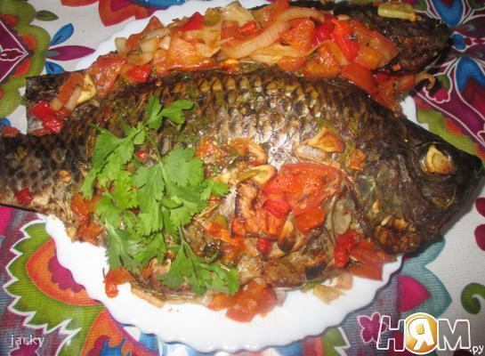 Рыба, запеченная с овощами.