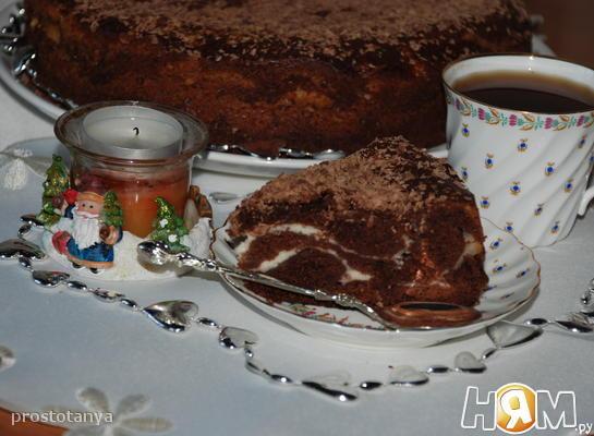 Шоколадный пирог с творожно-сливочной начинкой.