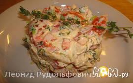 Салат с брынзой и пикантной заправкой