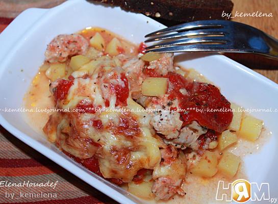 Куриная грудка с картошкой и томатами в духовке