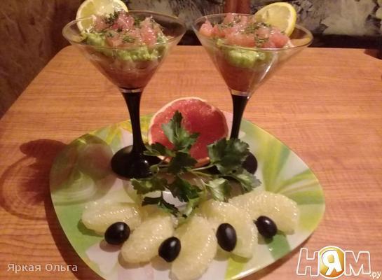 Салат-коктейль из семги, авокадо и грейпфрута