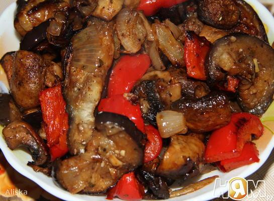 Запеченные овощи в маринаде.