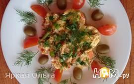 Омлет-солнышко с курицей, томатами и зеленью