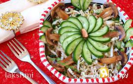 Постный салат из пекинской капусты с шампиньонами