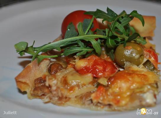 Пицца с тунцом и кальмарами