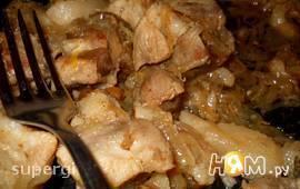 Свинина тушеная с салом и луком