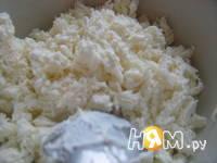 Приготовление салата с креветками и творогом: шаг 4