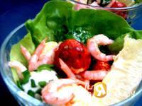 Приготовление салата с креветками и творогом: шаг 8