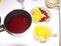 Приготовление клюквенно-апельсинового пунша: шаг 1