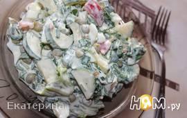 Салат с черемшой и огурцом