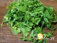 Приготовление салата с черемшой и огурцом: шаг 2
