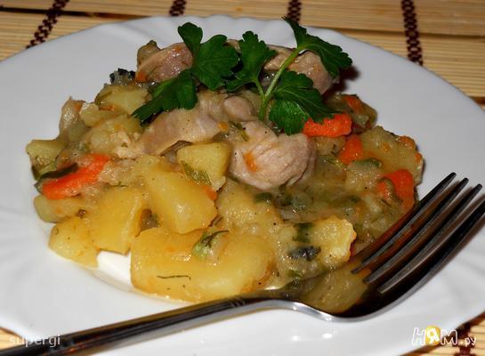 Картофель тушеный с мясом и зеленью