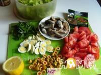 Приготовление салата нежного с сайрой: шаг 2