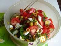 Приготовление салата нежного с сайрой: шаг 4