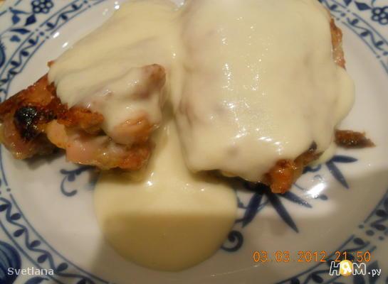 Курица под сырно-сливочном соусом