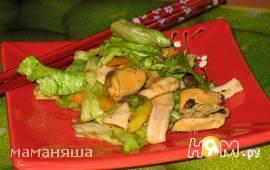 Салат с мидиями и кальмарами